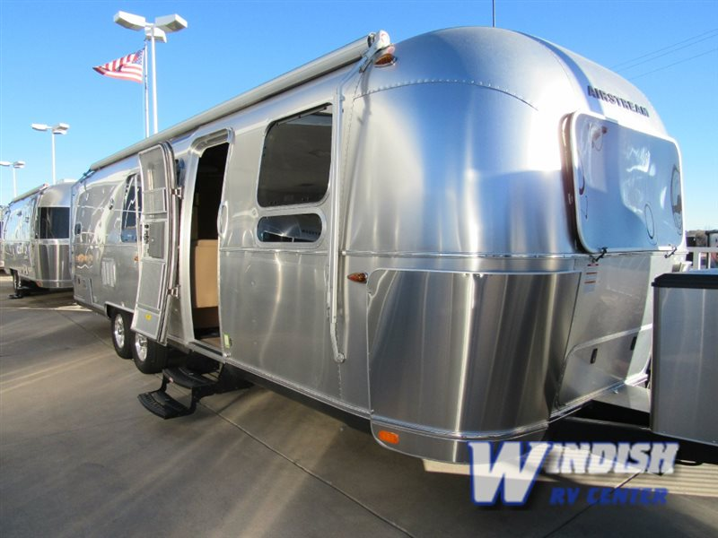 Airstream Travel Trailer  Bunkhouse