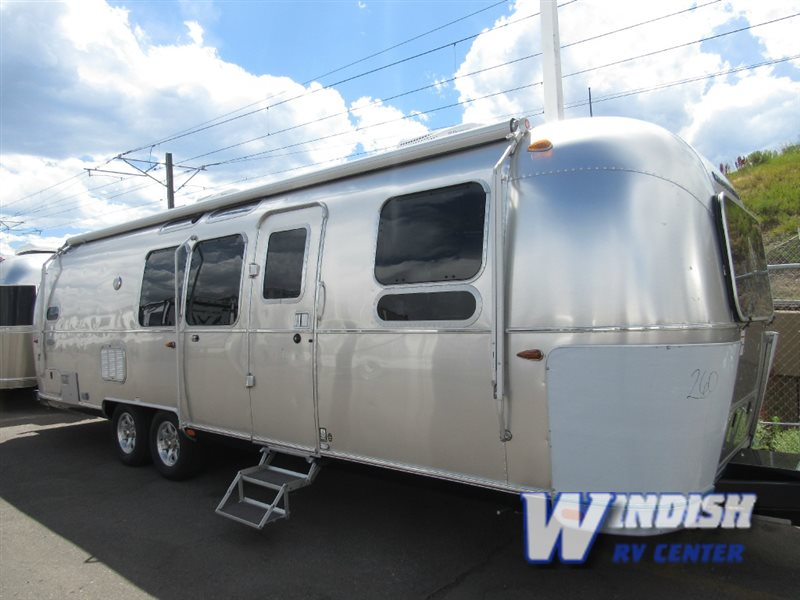Airstream Flying Cloud 30 Bunk Travel Trailer
